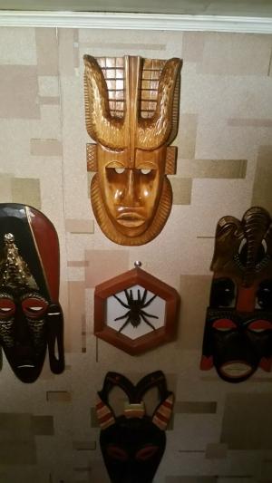 Маски африканские 6 шт. + рамка с пауком (Продам)