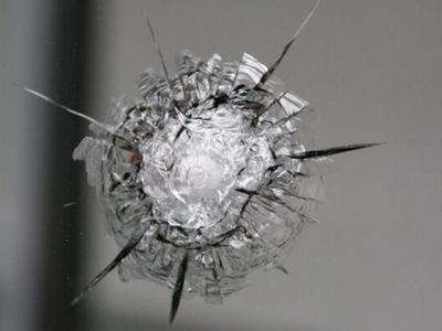 Как устроено бронированное стекло