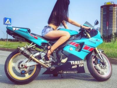 Беспроигрышный тандем: девушка и мотоцикл